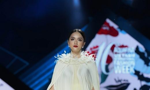 2019/20秋冬[Valenciani By Adrian Anh Tuan]越南时装发布会